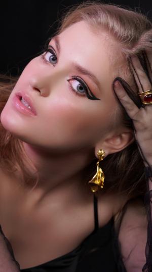 Aphrodite Gold Earrings 2