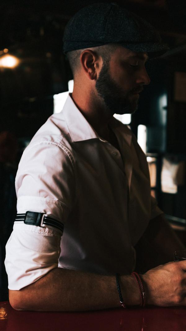 Borrdoo sleeve garters black and white 1