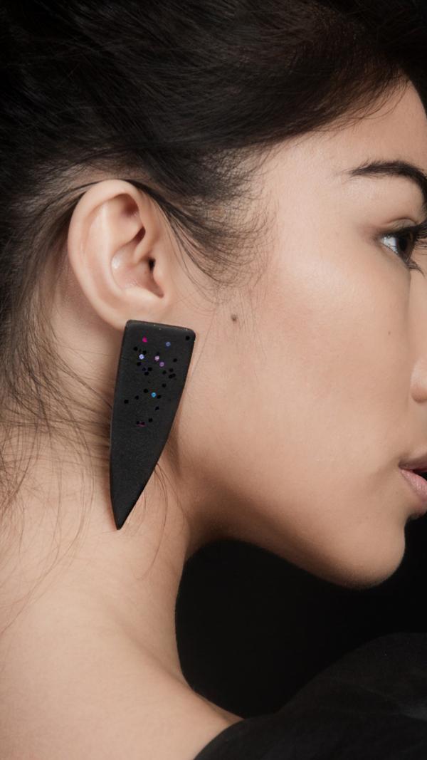 midnight_dagger_earrings_2