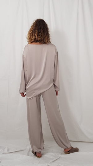 Lounge pants in icy gray 2