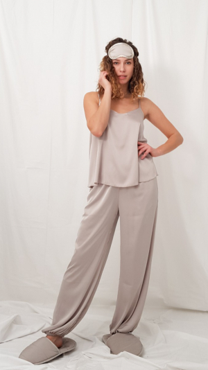 Lounge pants in icy gray 1