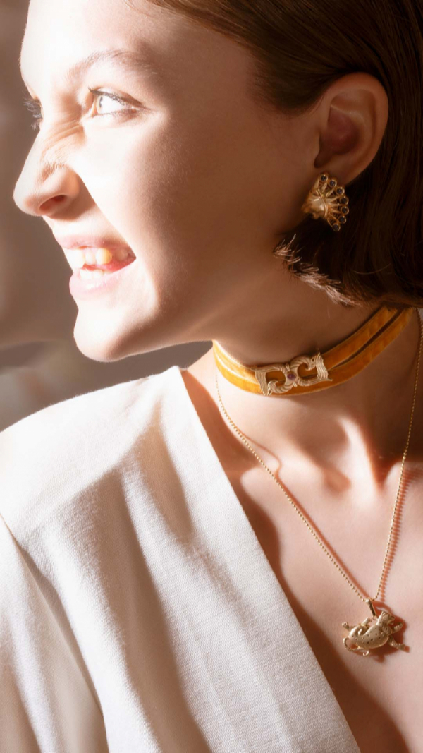 Griffins Totem Choker in 14K yellow gold 1