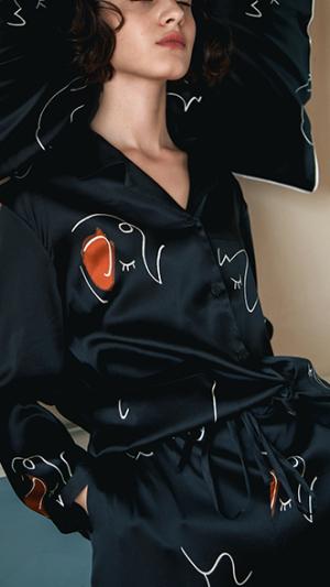 Face Line Art Printed Silk Long Pajamas 2-Piece Set - Black 2