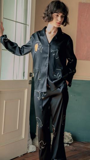 Face Line Art Printed Silk Long Pajamas 2-Piece Set - Black 1