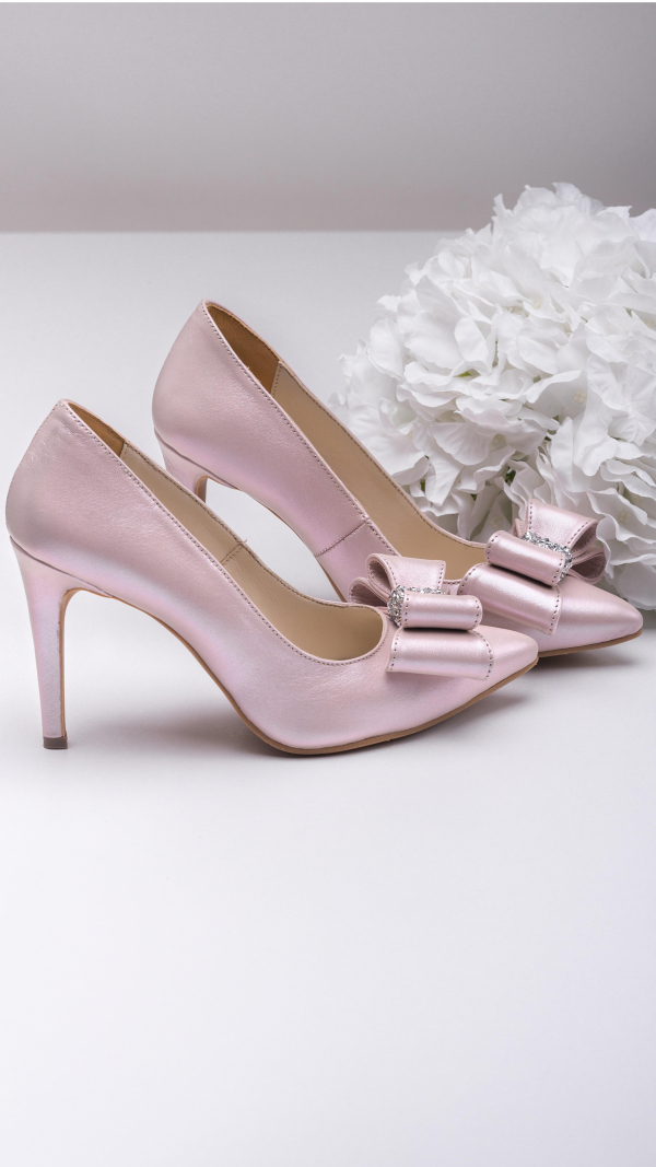 Metallic pink high heels 2
