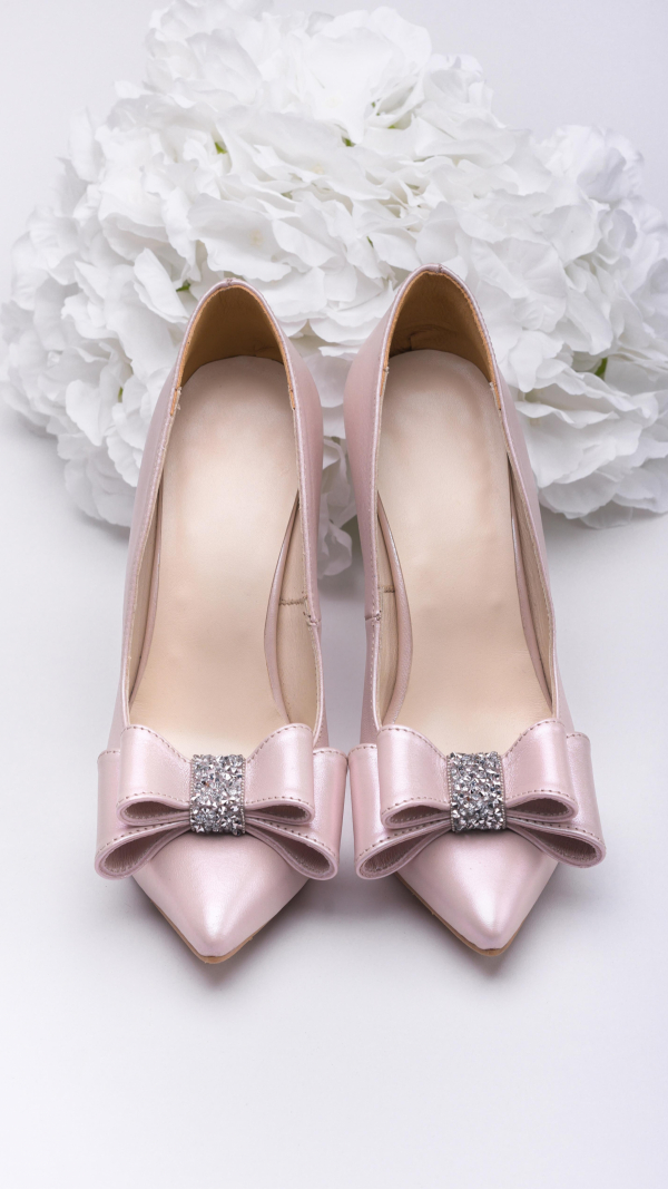 Metallic pink high heels 1
